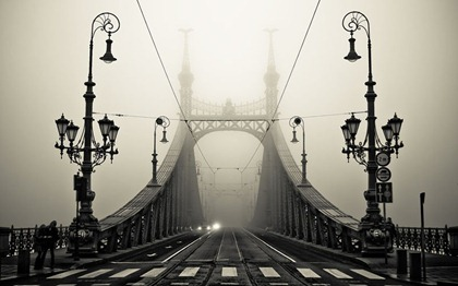 foggy-bridge-in-budapest-hungary-800x500