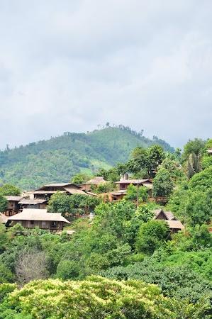 Imagini Thailanda. Peisaj cu casele satului Akha, Thailanda