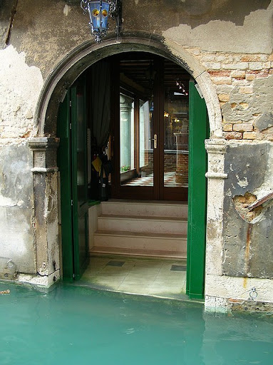 Look at how the water meets up against the buildings. This is really an awesome image of a typical view in Venice.  (pininterest.com)