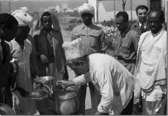 Allestimento della Triennale delle Terre d'Oltremare - mensa all'aperto. 1939-40