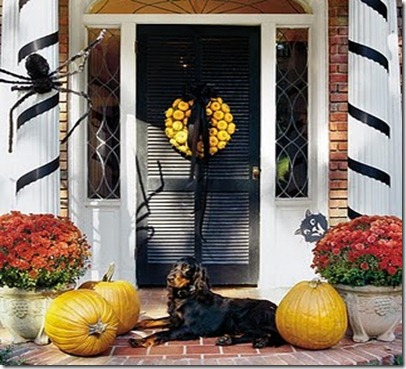 pumpkin-wreath-on-door-x southernliving