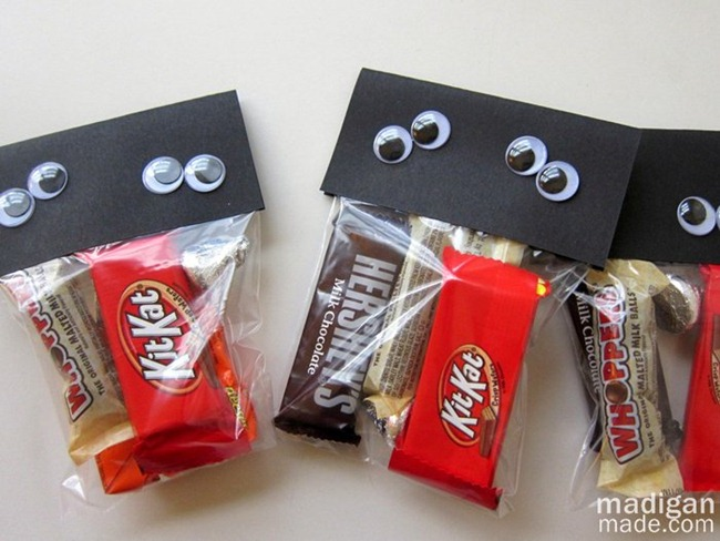easy-halloween-treat-goody-bags-00