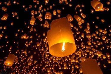Loi Krathong festival delle lanterne thailandia