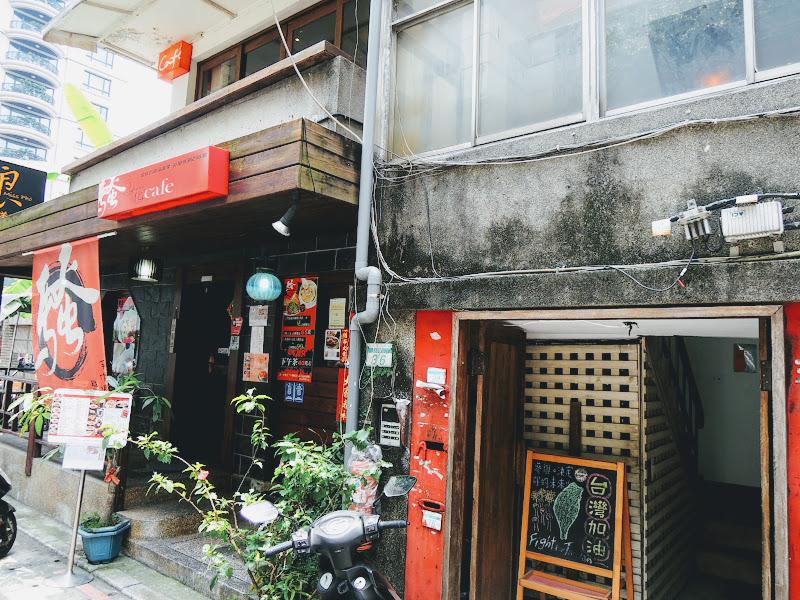 homey's Café 公寓外門口.jpg