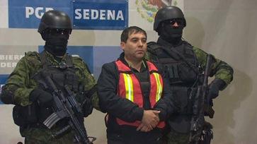 111226091410-pkg-romo-mexico-el-chapo-arrest-00001926-story-top