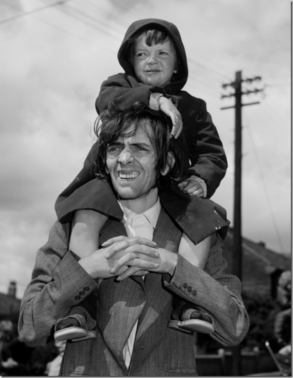 Father and Son, West End, Newcastle-upon-Tyne, Tyneside © Chris Killip, 1980