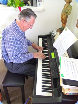 Roy Steen playing Delyse's Clavinova
