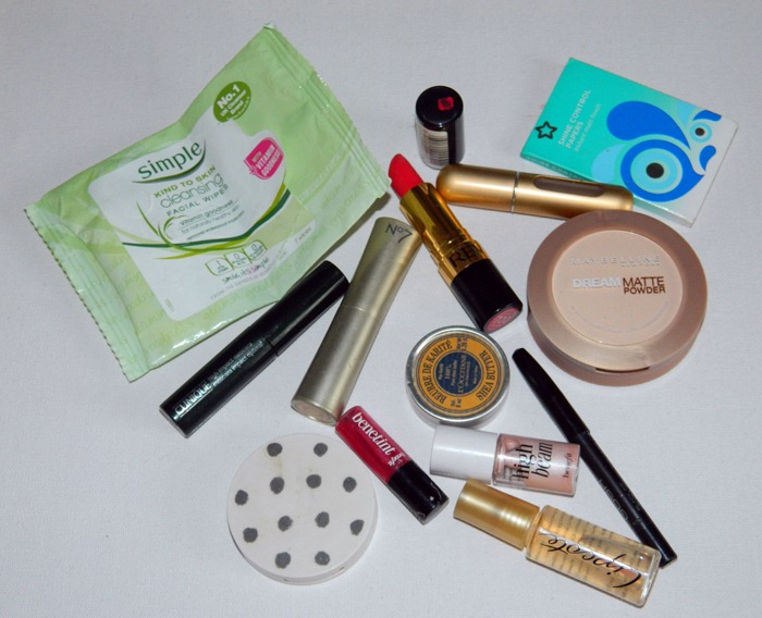whats-in-my-train-makeup-case-2