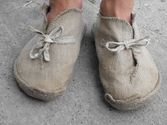 frontal-view-of-my-finished-rope-soled-canvas-shoes.jpg