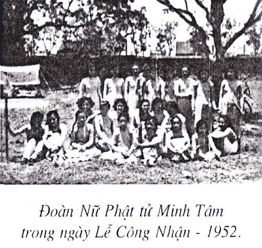 Đoàn Nữ Ph�t T� GĐPT Minh Tâm (chùa Quán Sứ) trong lễ công nh�n 1952