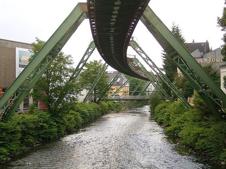 Wuppertaler-Schwebebahn-2