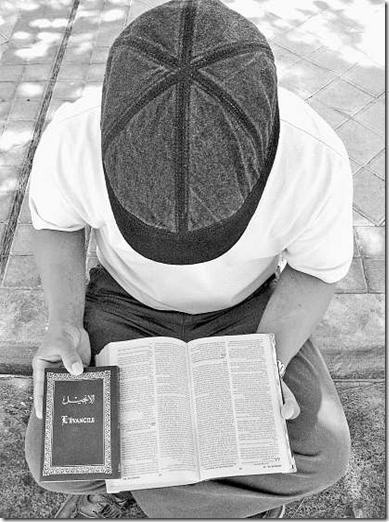 ex_muculmano_agora_cristao_lendo_a_biblia