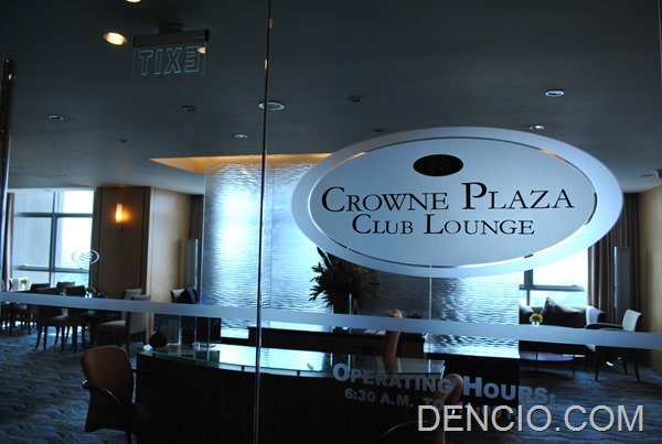 Crowne Plaza Galleria Club Lounge Access 02