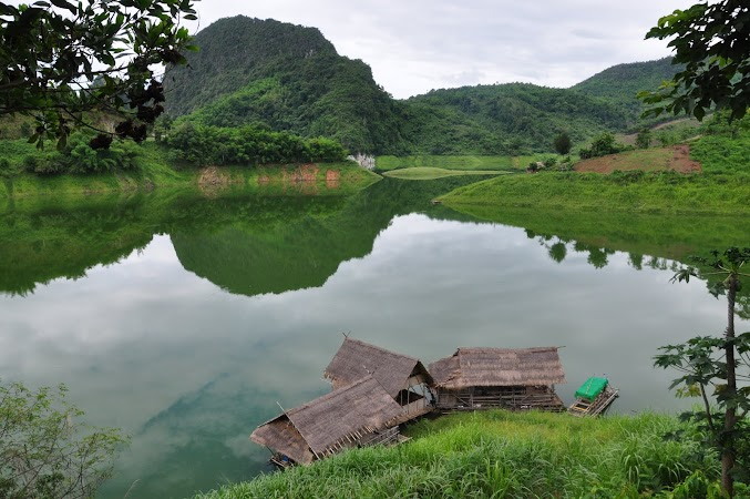 Imagini Thailanda: Peisaj dinainte de sosirea in satul Akham Thailanda
