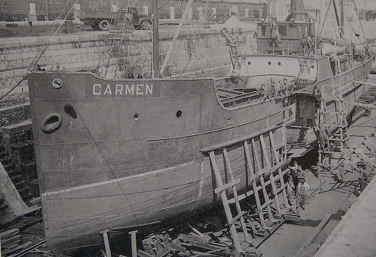 El vapor CARMEN durante una reparación en el dique de Gamazo de los Astilleros de San Martin. Posiblemente de la Colección del Sr. García Marin.JPG