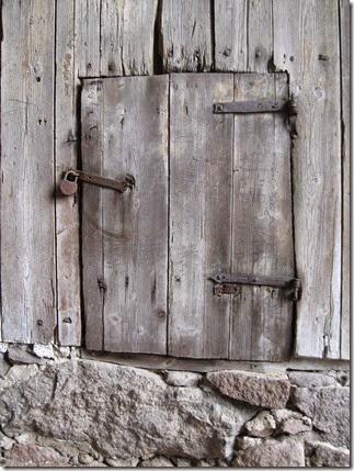 wooden-door-488115_640