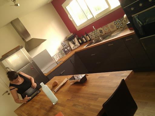 la cabane d 39 armelle micha l et samuel la credence en carreaux ciment est pos e. Black Bedroom Furniture Sets. Home Design Ideas
