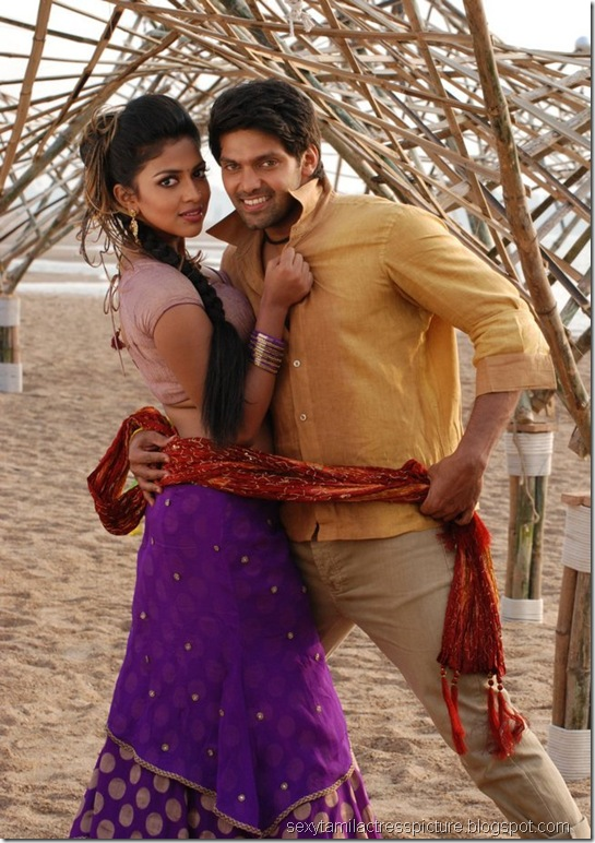 amala-paul-and-arya-dance-images-vattai-01