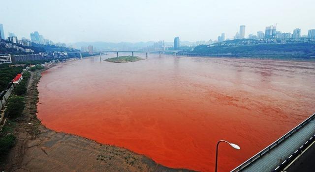 Fenomena-sungai-yang-berwarna-merah-darah-di-cina-penyebabnya-limbah-pabrik