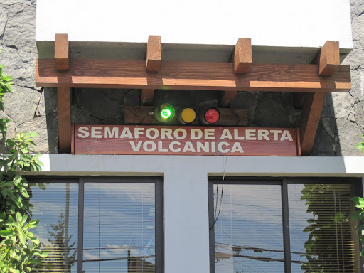 A traffic-light style volcano warning system in Pucón's town center.