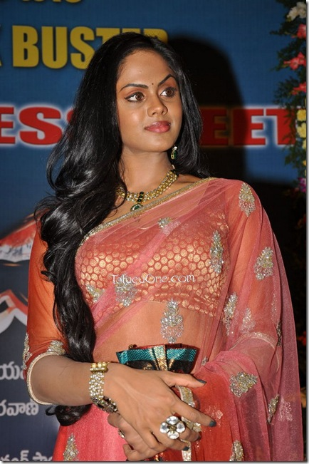 karthika_New_Stills10