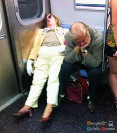 pessoas bizarras em metrô (24)