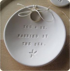 platito-porta-alianzas-you-and-me-married-by-the-sea