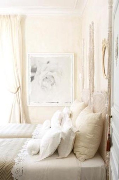 bedroom-decorating-ideas-french-country-estate-manor-house-la-creuzette-white-decor