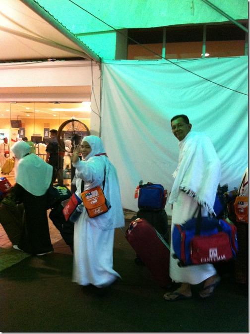 Ibu_Ayah Mertua berangkat ke tanah suci Makkah untuk menunaikan Haji 2011_Shaklee One Stop Centre