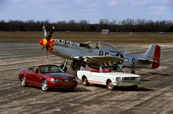 2004_Ford_Mustang_Anniversary_edition_and_1965 Mustang_with_P-51