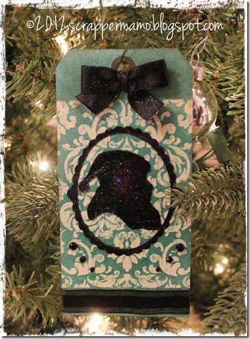 Santa Cameo on tree