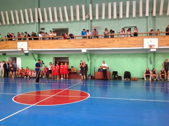Вручение баскетбольных мячей в Алчевске