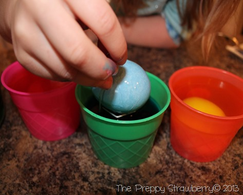 Easter Egg Coloring {The Preppy Strawberry}