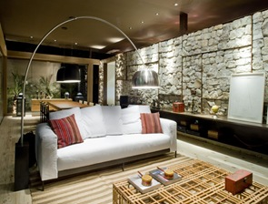 arquitectura-sostenible-casa-muro-piedra