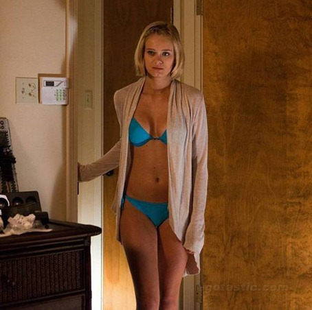 sara-paxton-shar-night-3D-03