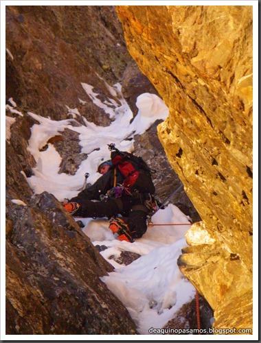 Intento al Corredor Nefropatia 200m D  90º (Pico Piedrafita 2965m, Pirineos) (Isra) 7507