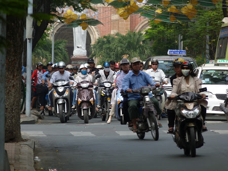5. faimoasele motociclete din Saigon.JPG