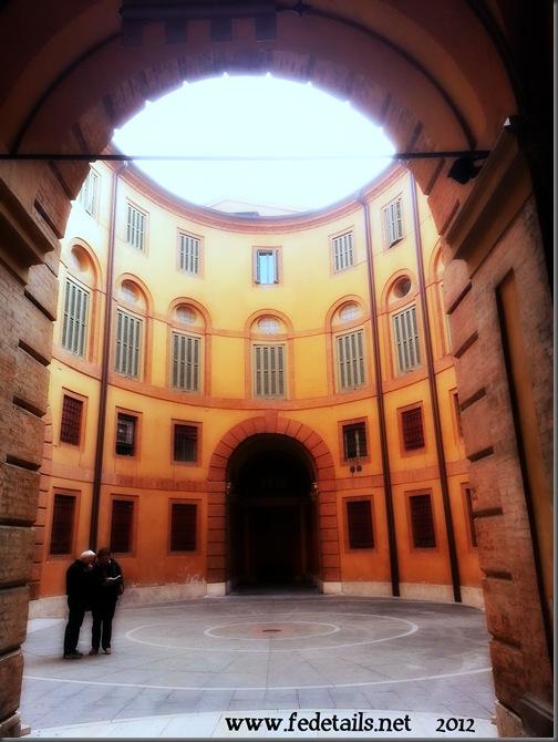 Rotonda Antonio Foschini, Ferrara, EmiliaRomagna, Italia - Roundabaut Antonio Foschini, Ferrara, Emiliaromagna, Italy - Property and Copyright of www.fedetails.net