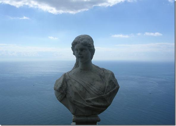 La realidad es como el horizonte marítimo, la imaginación es como sus profundidades