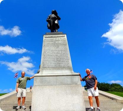 president statue