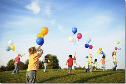 children_playing_with_balloons