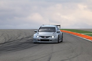Honda-WTCC-Civic-2014-test-car-1
