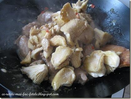 Chinezărie de vită - adaugam ciupercile pleurotus