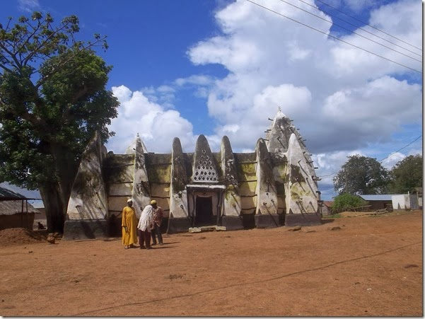 Larabanga mud mosque locals