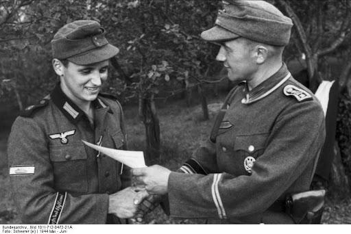 Bande de Bras Großdeutschland Bundesarchiv_Bild_101I-712-0472-21A,_Russland-Süd,_Soldaten_der_Division_-Großdeutschland-