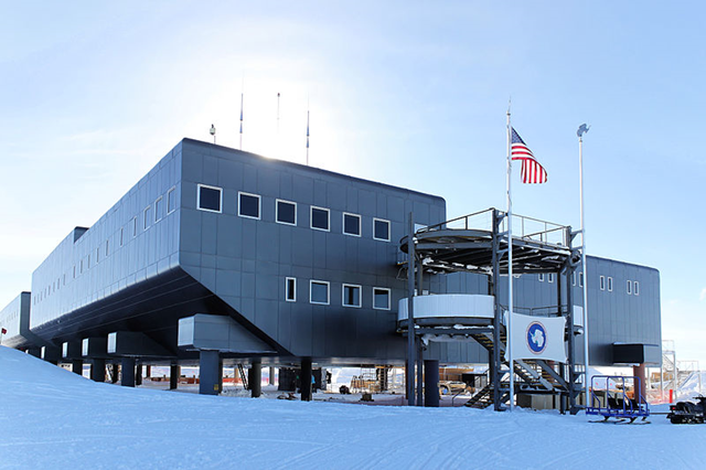 A view of the current Amundsen-Scott South Pole Station from 2009. This is facing Destination Alpha, one of two main entrances to the station. Photo: Daniel Leussler