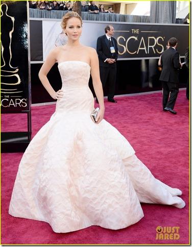 jennifer-lawrence-oscars-2013-red-carpet-05
