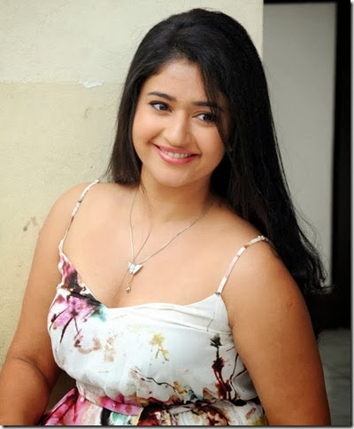 Poonam_Bajwa_beautiful_photos