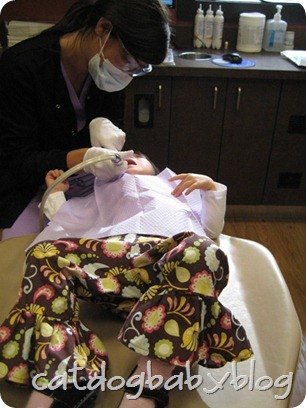 2012-10-26 E's first dentist visit (3)