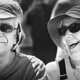 Be happy! by MIhail Syarov - People Couples ( b&w, woman, happy, happiness, couple, smile, man )